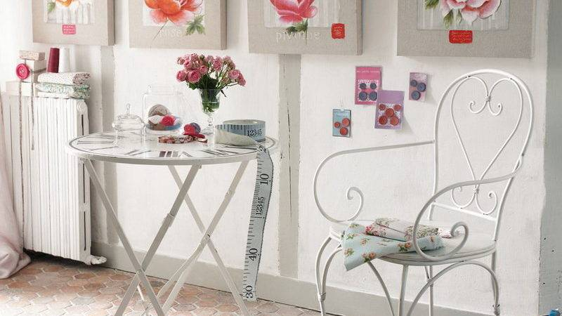 Bedroom Romantic Wall Decor Iron Chair