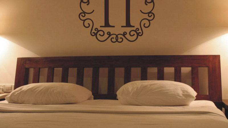 Bedroom Romantic Wall Decor Wood Headboard