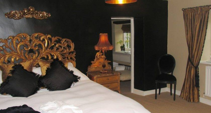 Black Gold Bedroom Design Giving Luxury Themed
