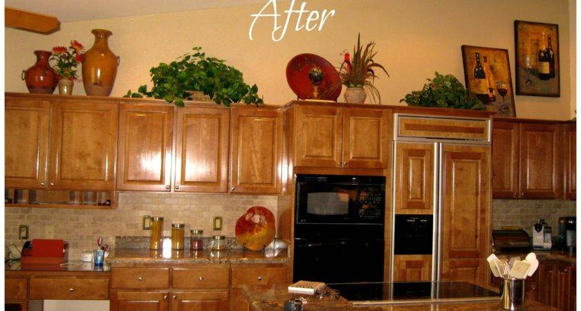 Christmas Decorating Ideas Above Kitchen Cabinets