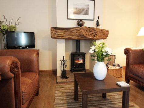 Cottage Style Lounge Facemasre
