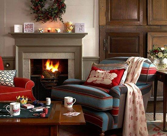 Country Club Living Room Decorated Christmas