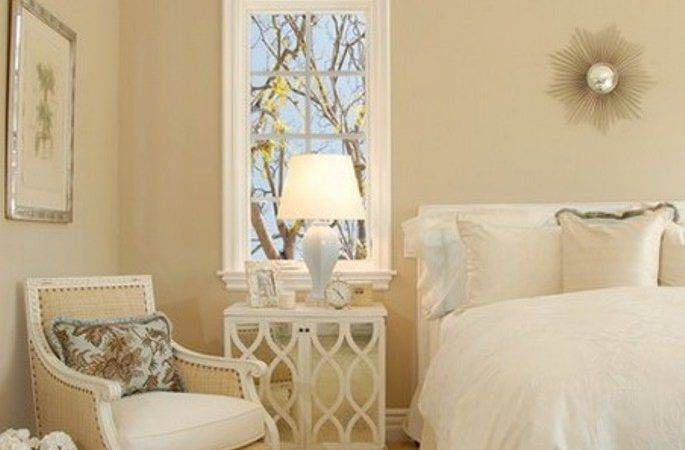 Creamy Wall Color Elegant White Bedding Set