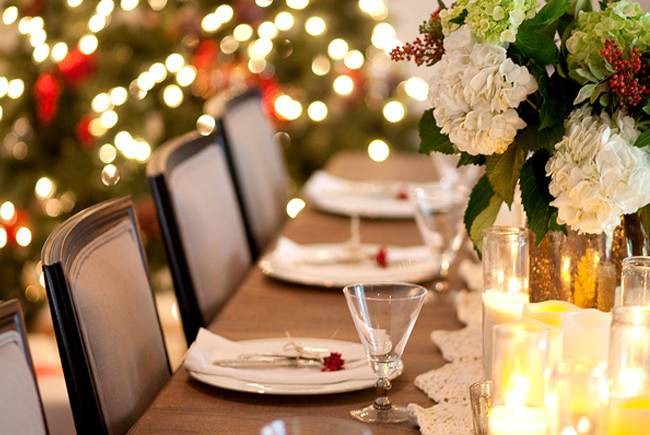 Dressing Your Christmas Table Using Lights