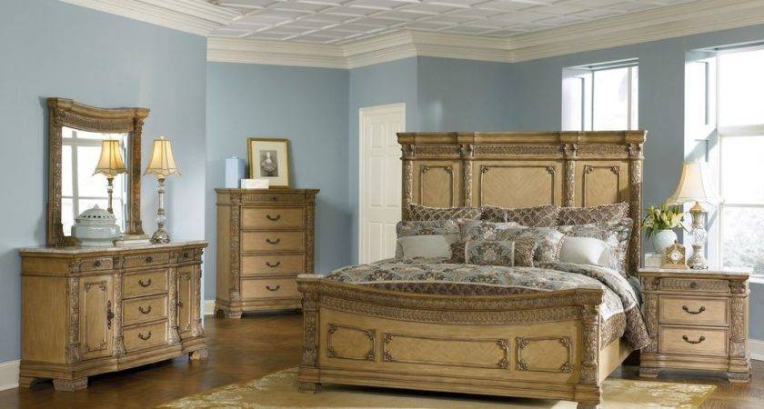 Fascinating Traditional Bedroom Decor Wooden