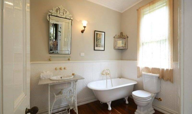 French Provincial Bathroom Design Claw Foot Bath