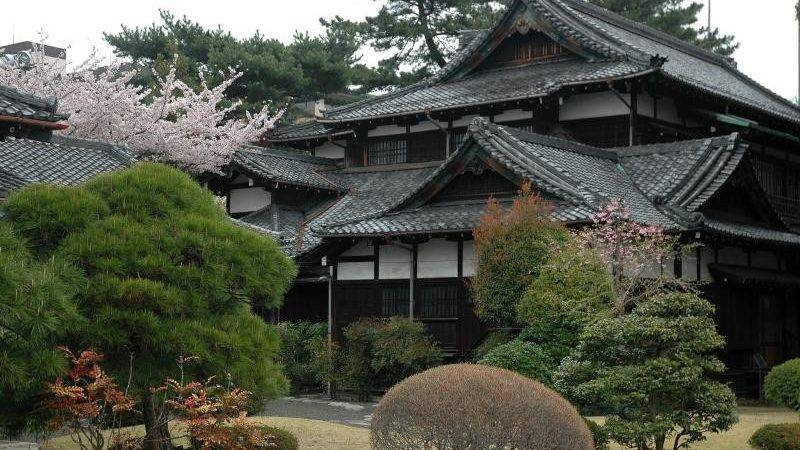 Japanese Houses Getting Ready English