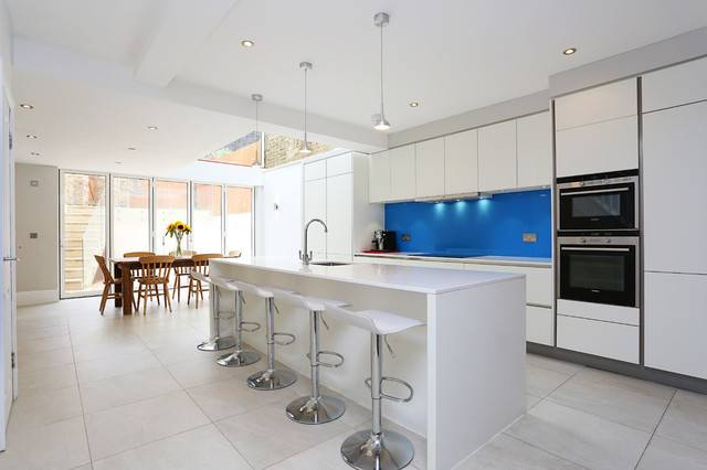 Matt White Kitchen Blue Splashback Contemporary
