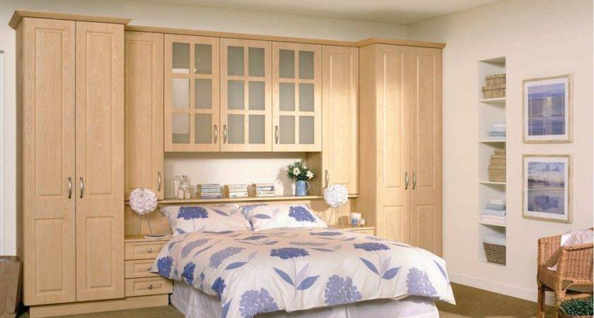 Modern High Gloss Fitted Bedroom Furniture Combines Glossy