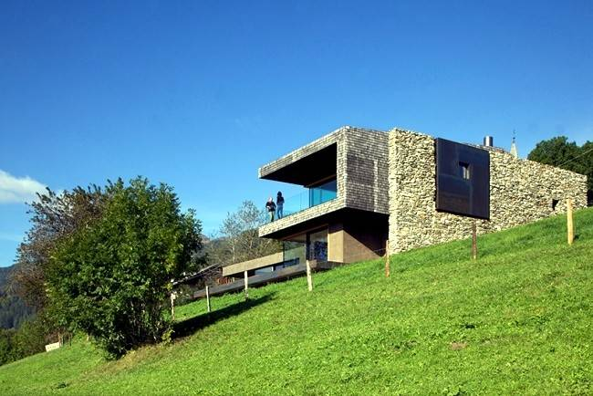 Modern House Green Hills Holiday Northern