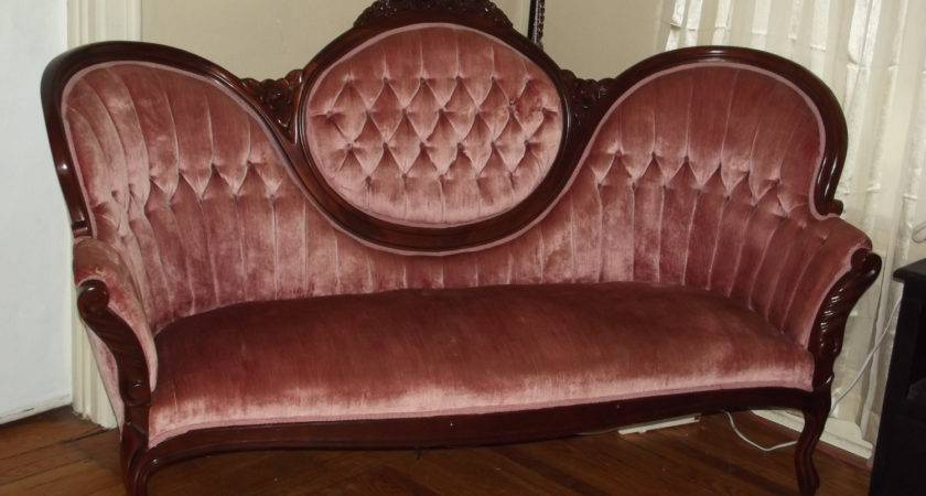 Modern Victorian Couch Home Decoration
