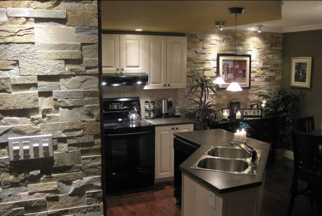 Open Kitchen Natural Stone Traditional