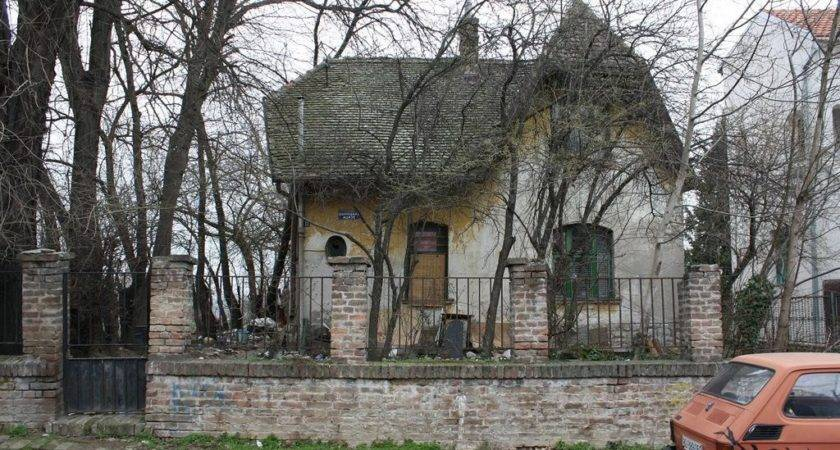 Panoramio Old Shabby House Leon March