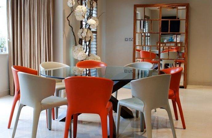 Round Glass Dining Tables Make Stylish Impression