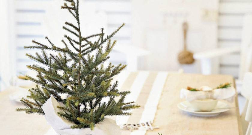 Simple Holiday Table Dressing Cinnamon Greenery