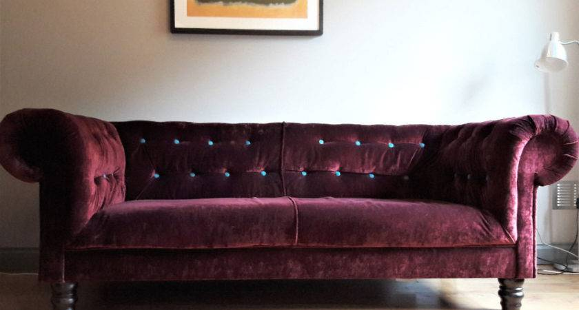 Stylish Dark Red Sofa Turquoise Buttons Chesterfield