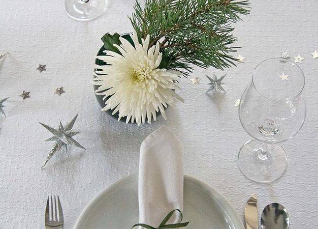Table Setting White Silver Green Christmas